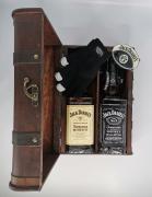 Truhla Jack Daniels 0,7l + JD Honey 0,7l + 2 skla + plácačka